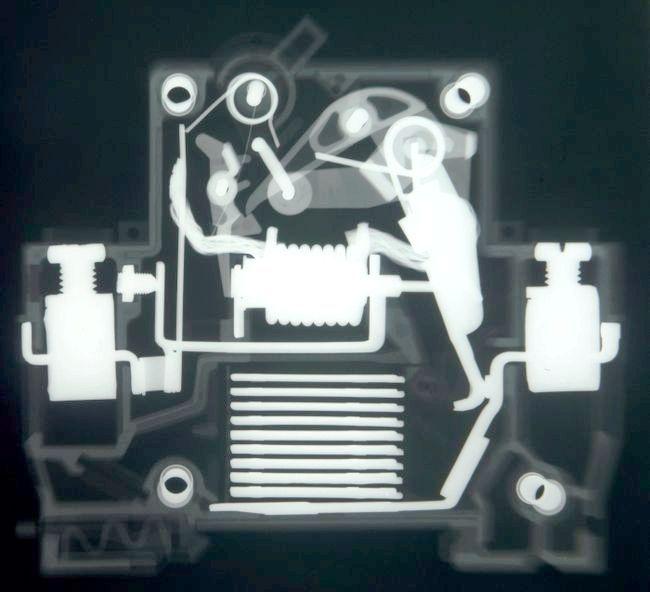 Автоматичний вимикач - конструкція і принцип роботи
