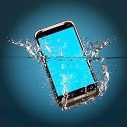 Що робити, якщо телефон впав у воду і не включається?