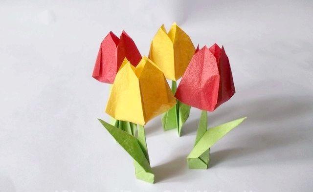 квіти орігамі з паперу