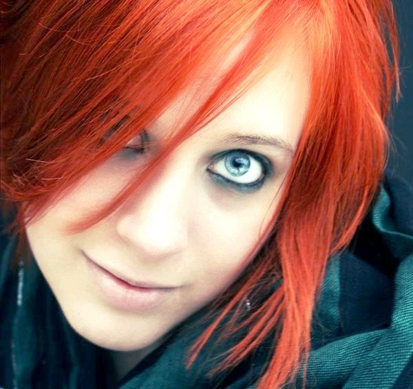 руде волосся блакитні очі