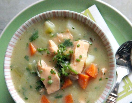рибний суп з консерви горбуші