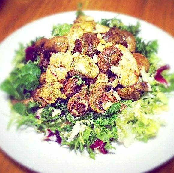 салат з грибами смаженими