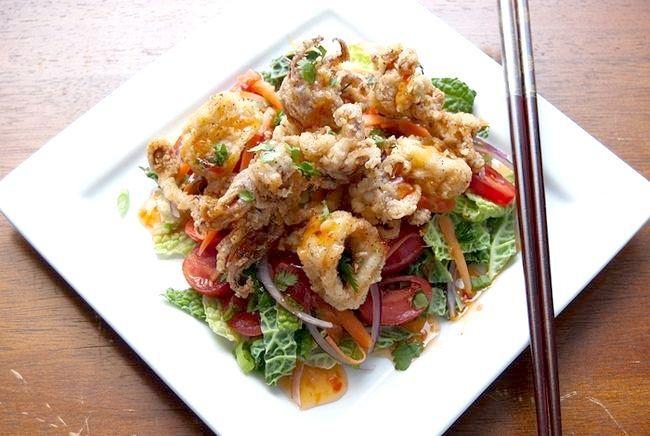 салат зі смаженими кальмарами