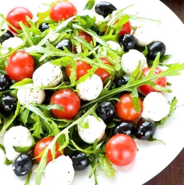 рецепти салатів з помідорами чері