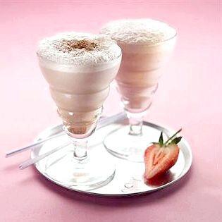Молочний коктейль з морозивом в блендері