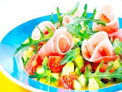 Грецький салат з сьомгою