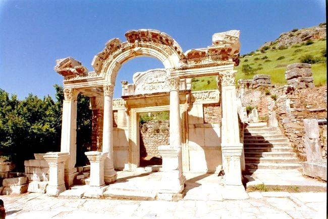 храм Артеміди в Ефесі історія