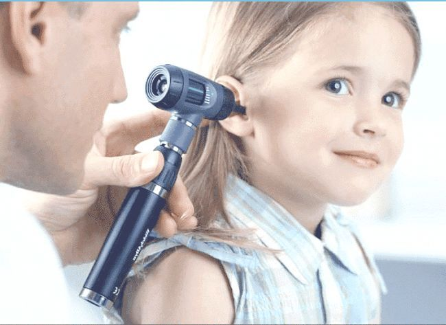 Як капати перекис водню у вухо? Видаляємо сірчану пробку