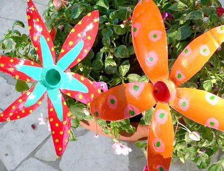 Як зробити квітку з пластикової пляшки без особливих витрат і зусиль?
