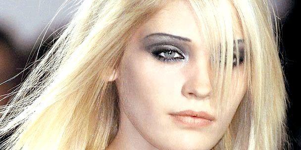 збільшити очі за допомогою макіяжу
