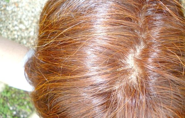 Як змити хну з волосся