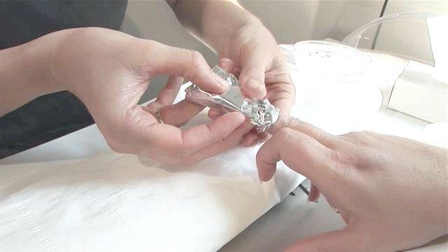 як самої зняти нарощені нігті