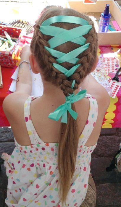 як вплітати стрічку в косу