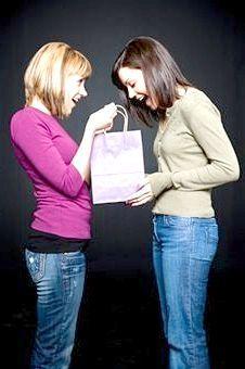 Як вибрати подарунок подрузі на день народження?