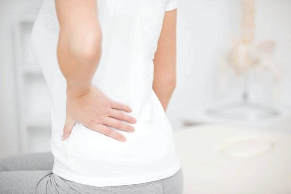 біль у попереку у жінок