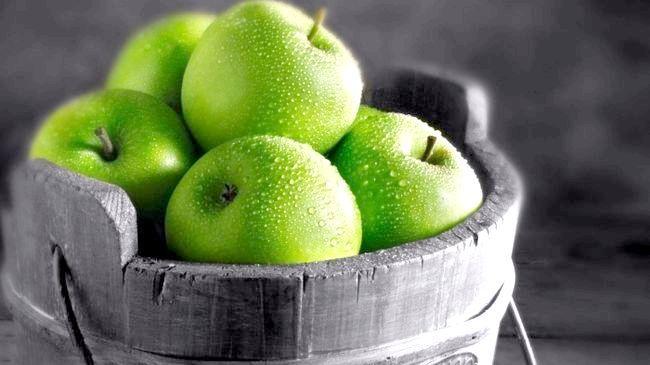 Калорійність зелених яблук у свіжому і печеному вигляді