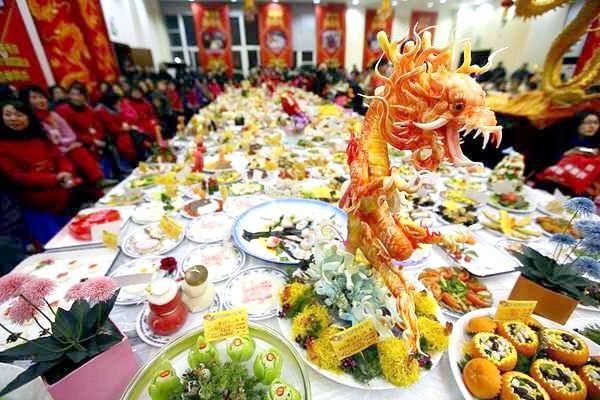 Оформлення столу стравами