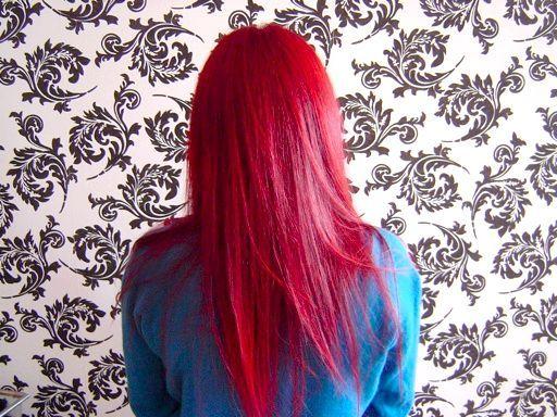 яскраво червоний колір волосся