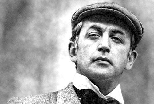 Василь Ліванов в образі Шерлока Холмса