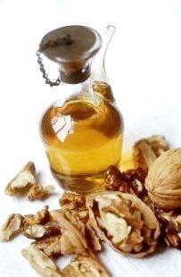 Олія волоського горіха - порятунок для волосся