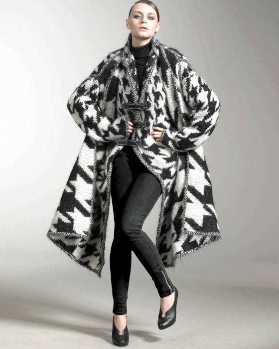 Пальто в'язане спицями
