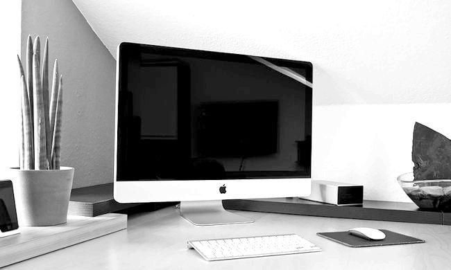 Комп'ютер моноблок або ноутбук