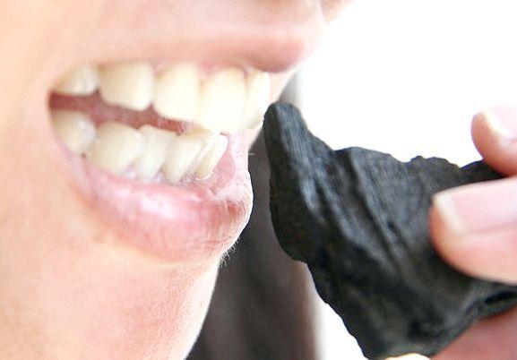 відбілювання зубів вугіллям