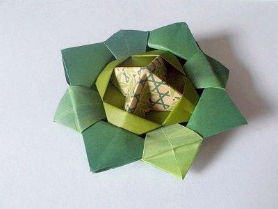 Орігамі з паперу троянда
