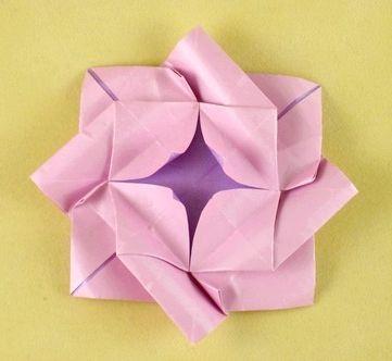 Як зробити орігамі троянду