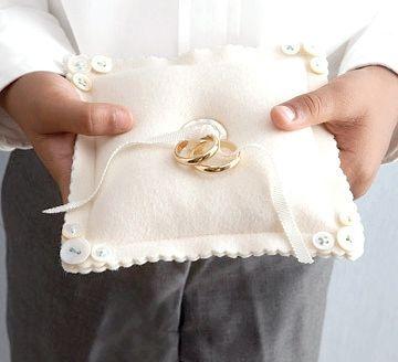 Оригінальний весільний аксесуар: подушечка для кілець своїми руками