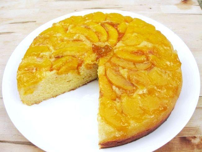 листковий пиріг з персиками