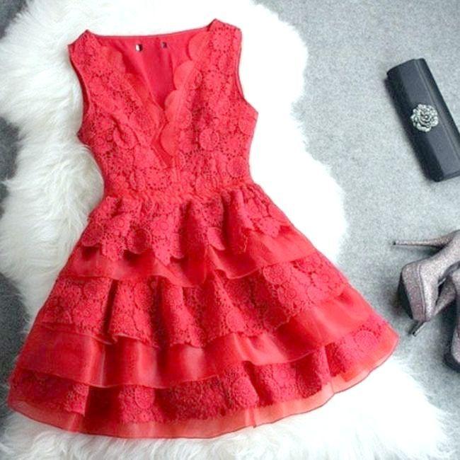 Коктейльне плаття з мережива