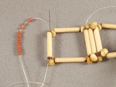 Плетіння браслетів завжди в моді