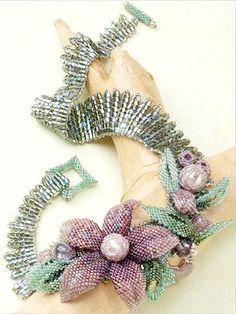 плетіння квітів з бісеру