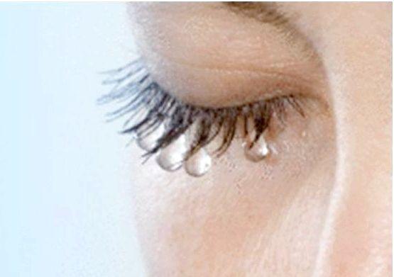 Чому сльозяться очі? Причини і лікування