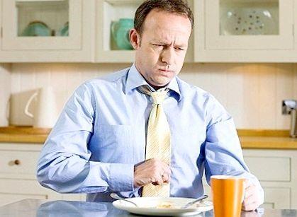 Чому виникає важкість у шлунку після їжі і як її позбутися?