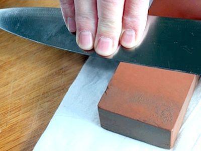 Пропоную дізнатися, як правильно точити ножі
