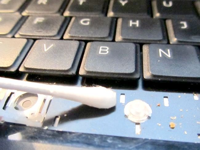 При завантаженні ноутбука чорний екран