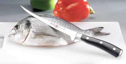 Оброблення риби філейним ножем