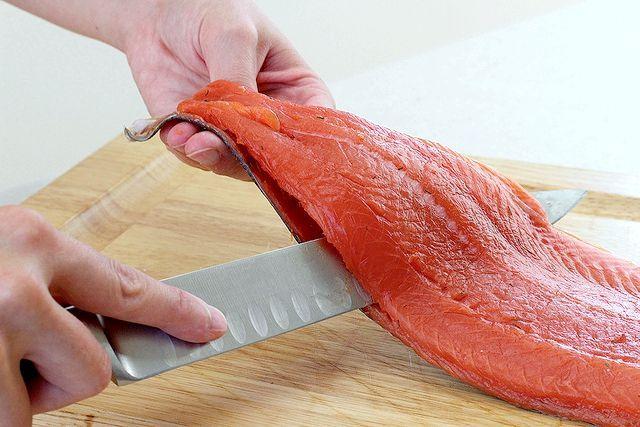 Оброблення червоної риби