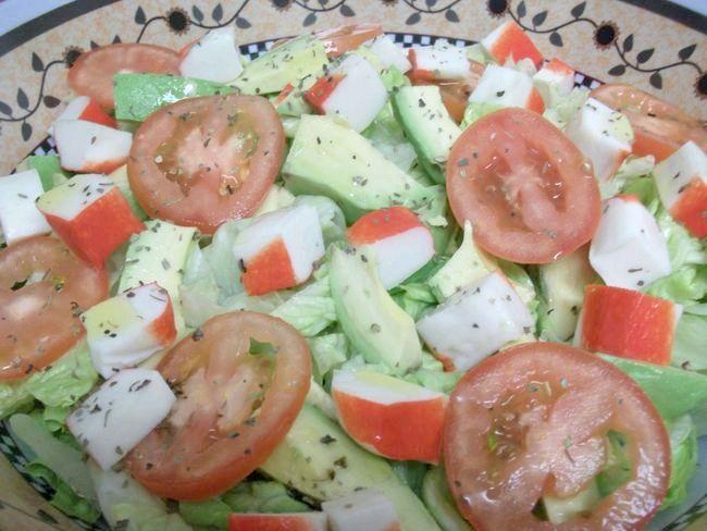 салат авокадо з крабовими паличками