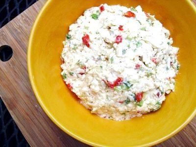 Салат з ковбасним сиром