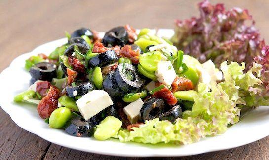 салат з маслинами