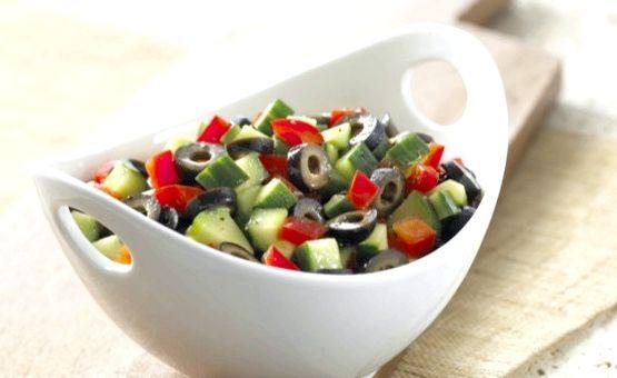 салат маслини огірки