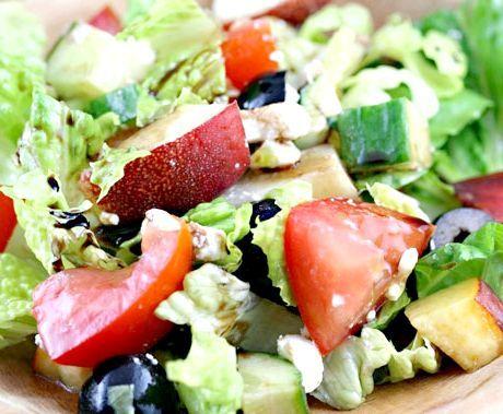 салат з сиром і маслинами