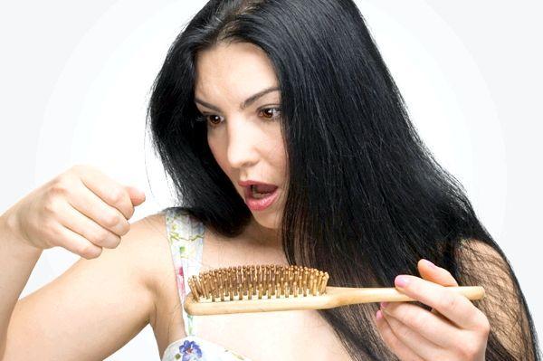 Сильно випадає волосся. Причини і лікування
