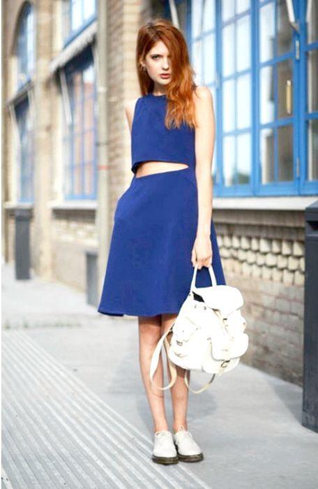 синє плаття з чим носити