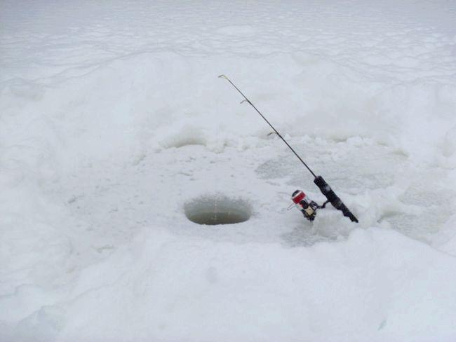 рибальські снасті для зимової риболовлі