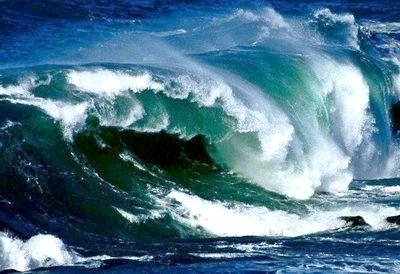 Снитися цунамі