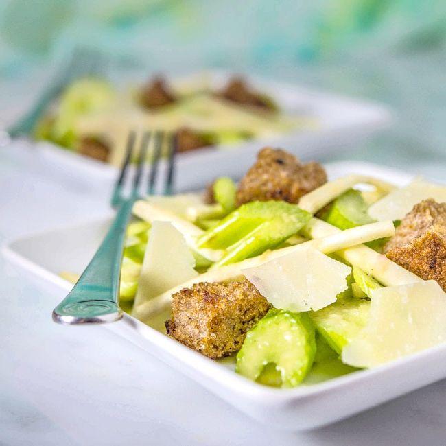 салат зі стеблом селери